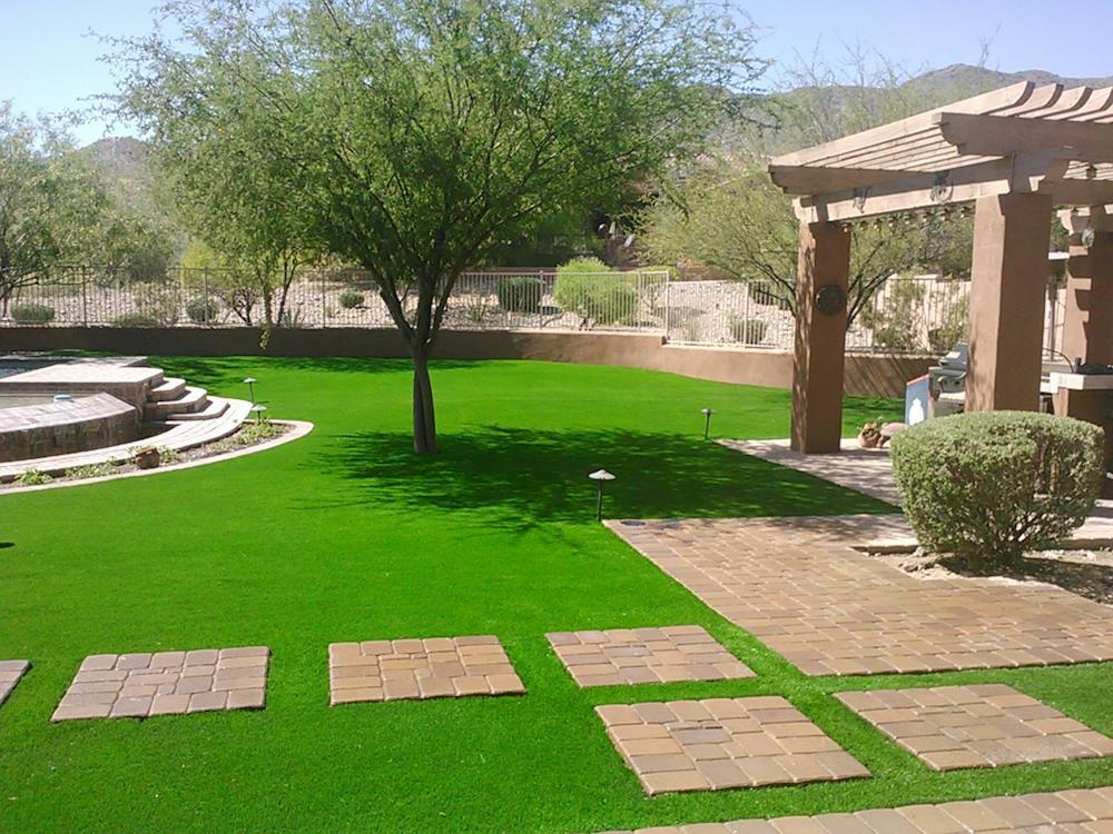 Synthetic lawn for your home